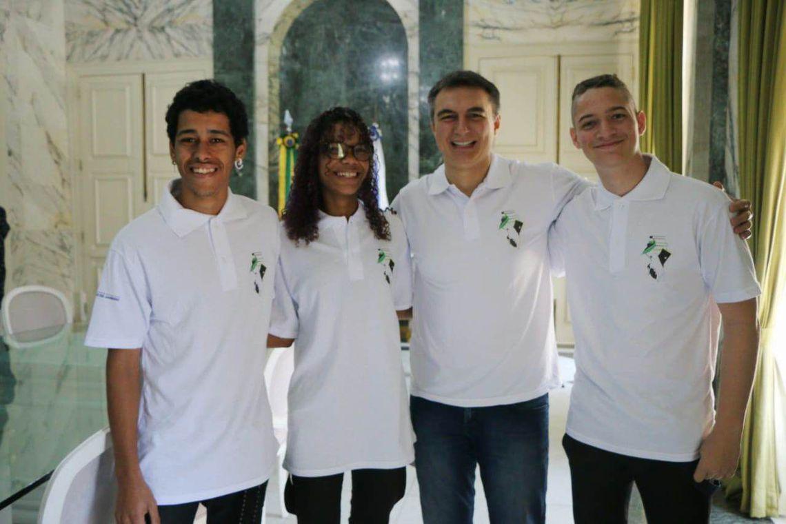 Arte de alunos de Nova Iguaçu vai estampar uniformes escolares no Rio