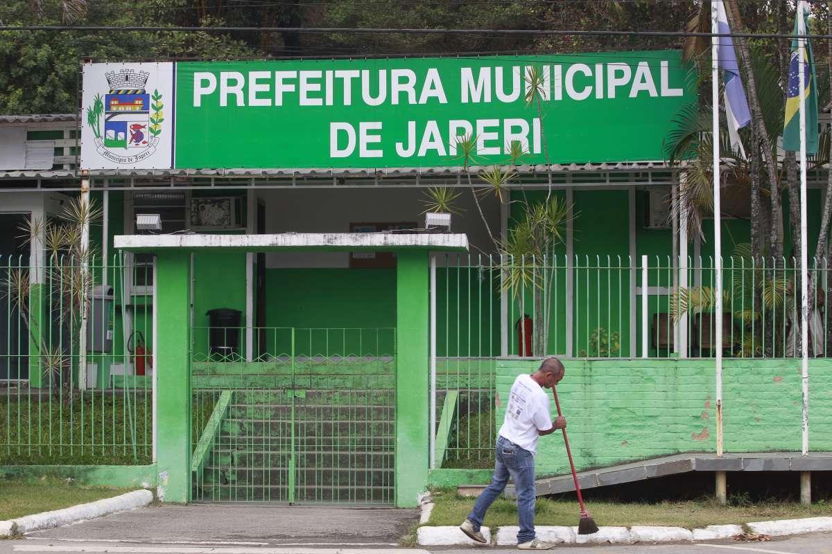 Japeri já gastou mais de R$ 1 milhão na manutenção de ar-condicionado e agora vai pagar cerca de R$ 360 mil em peças para os aparelhos