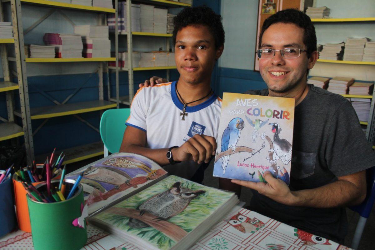 Aluno de escola pública em Nova Iguaçu esbanja talento com desenhos realistas