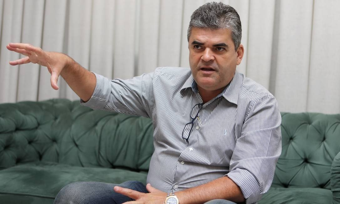 Em Caxias período trabalhado é pago dois meses depois, mas o prefeito da cidade se coloca como fosse o melhor gestor da Baixada Fluminense