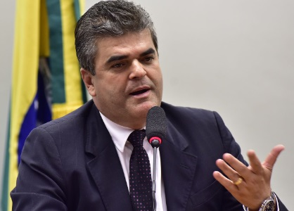Discurso de evangélico do prefeito de Caxias destoa com as acusações apresentadas à Justiça contra ele pelo Ministério Público