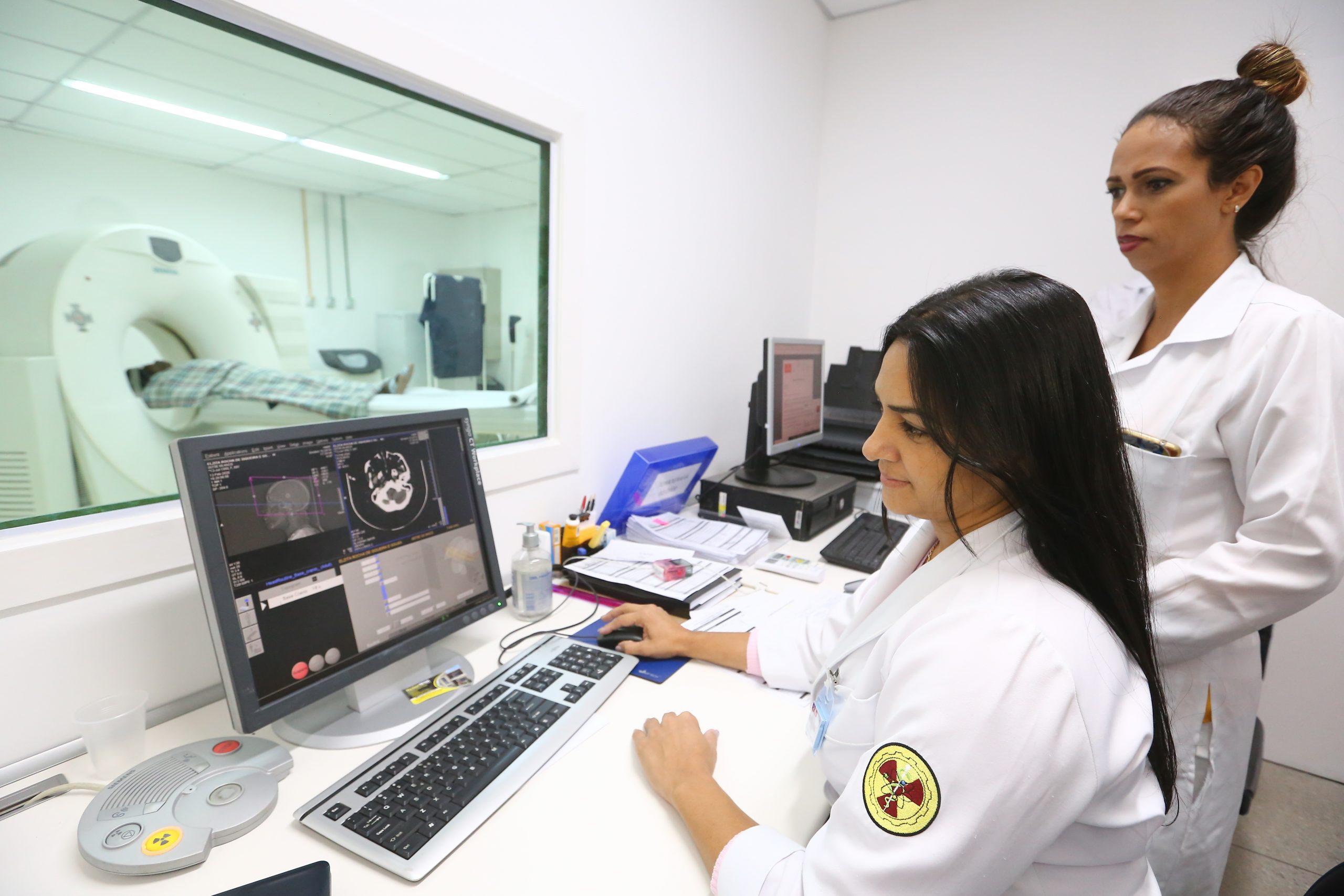 Hospital Municipal de Belford Roxo já conta com tomógrafo: equipamento tem capacidade para fazer 80 exames por dia
