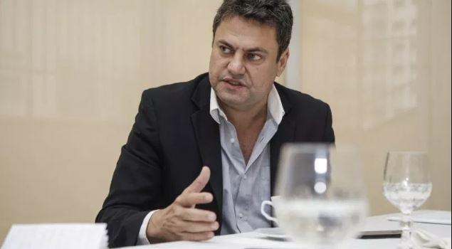 Deputado é condenado a devolver aos cofres de Silva Jardim valores pagos a servidores contratados sem concurso quando ele era prefeito