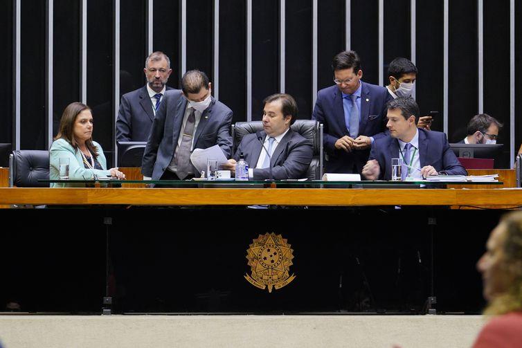 Câmara aprova auxílio R$ 600 por mês para trabalhador informal
