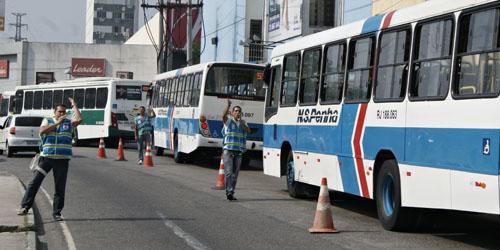 Entorno do calçadão de Nova Iguaçu é fechado para trânsito de veículos