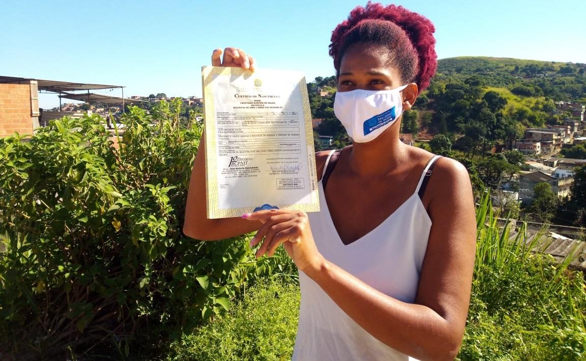 Meriti: no ritmo da prevenção Direitos Humanos da Prefeitura faz entrega em casa de certidões de nascimento