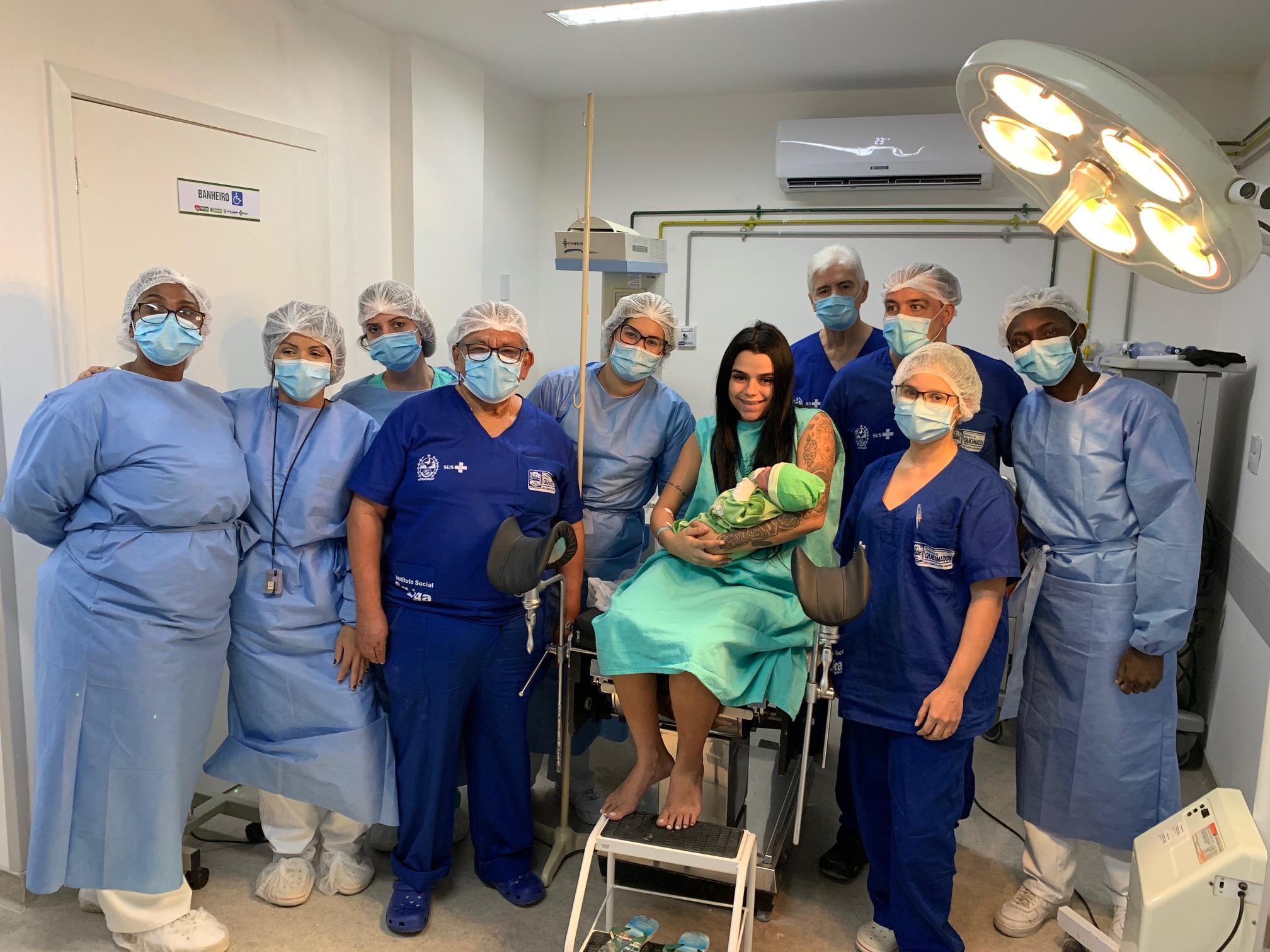 Nasce o primeiro bebê em Queimados: menino com quase três quilos veio ao mundo no dia da inauguração da maternidade