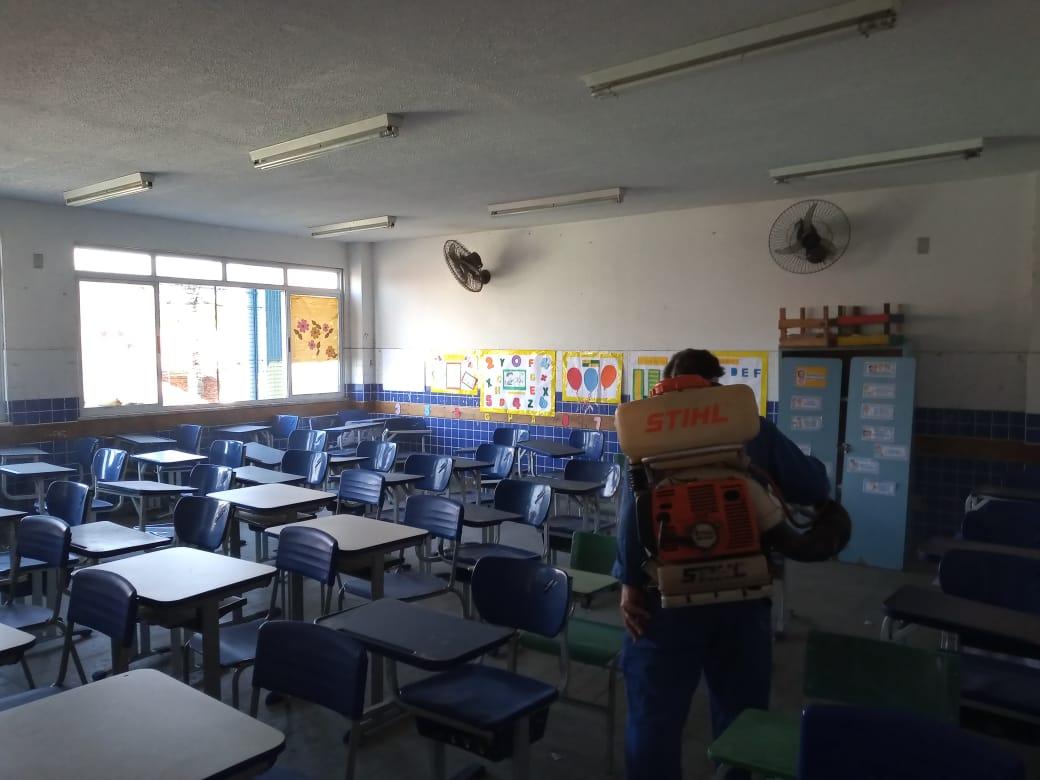 Educação de Meriti higieniza escolas para prevenir contaminação, mas as aulas continuam on-line até o fim do isolamento social