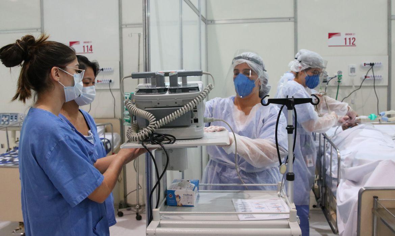 Apenas um terço dos profissionais de saúde foi testado para covid-19: em junho, somente 32% receberam equipamento de proteção individual