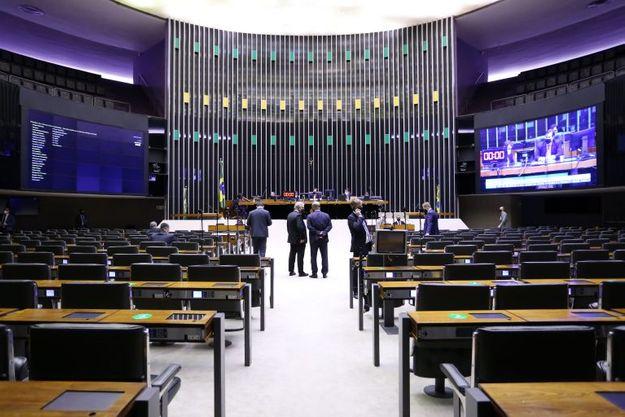 Câmara aprova alterações no Código Penal para facilitar punição a quem faz denúncia falsa: a proposta agora segue para o Senado