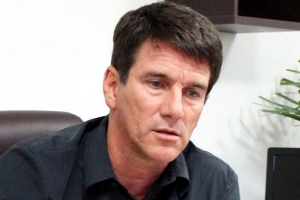 """Justiça volta a afastar o prefeito de Búzios por """"reiterada prática de atos contra a coletividade em sua gestão pública e três condenações"""""""