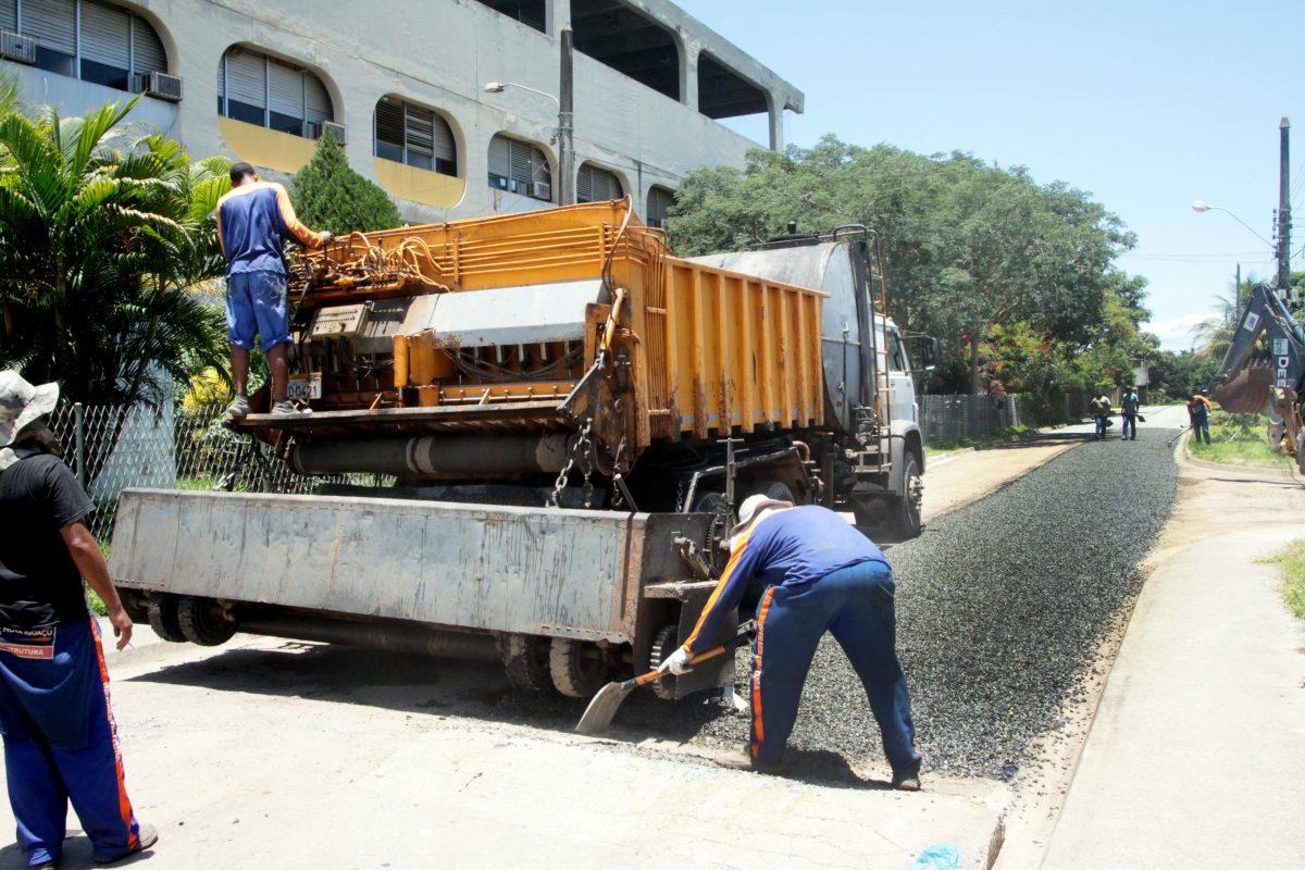 Prefeitura de Nova Iguaçu dá continuidade a obras na periferia da cidade
