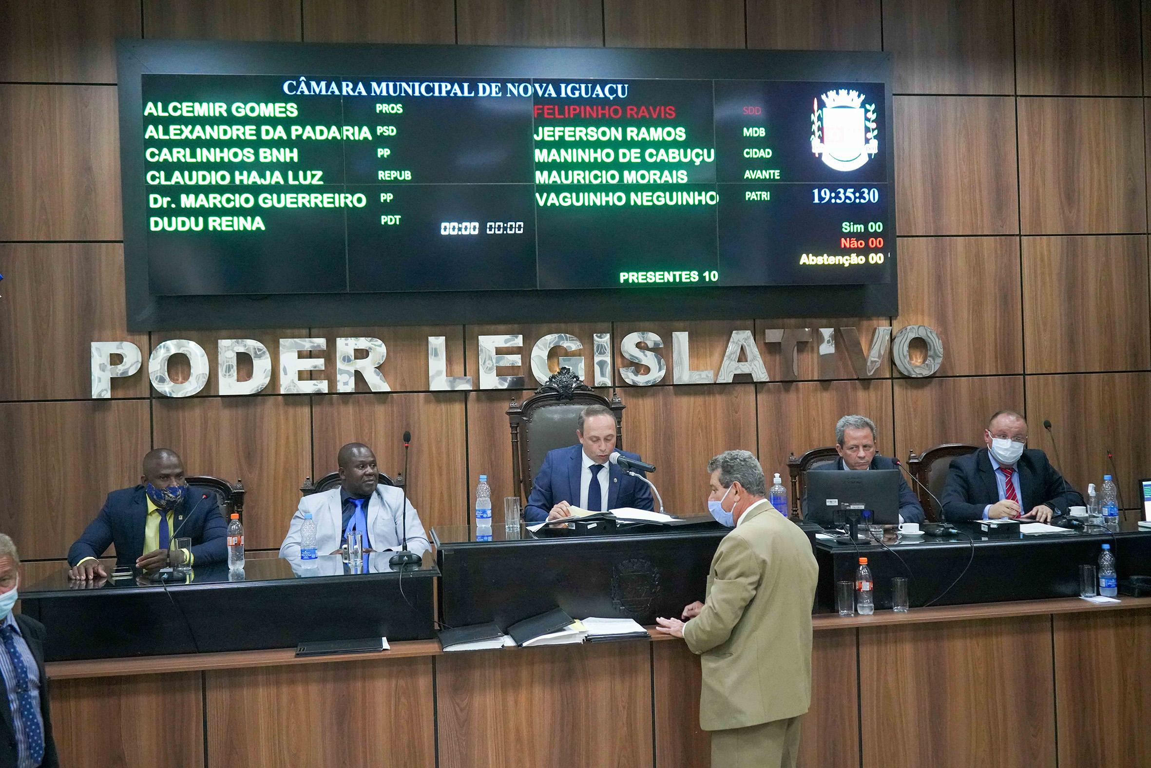 Aumento de cadeiras e pacotaço de obras vão facilitar em muito a reeleição de vereadores da base do governo em Nova Iguaçu