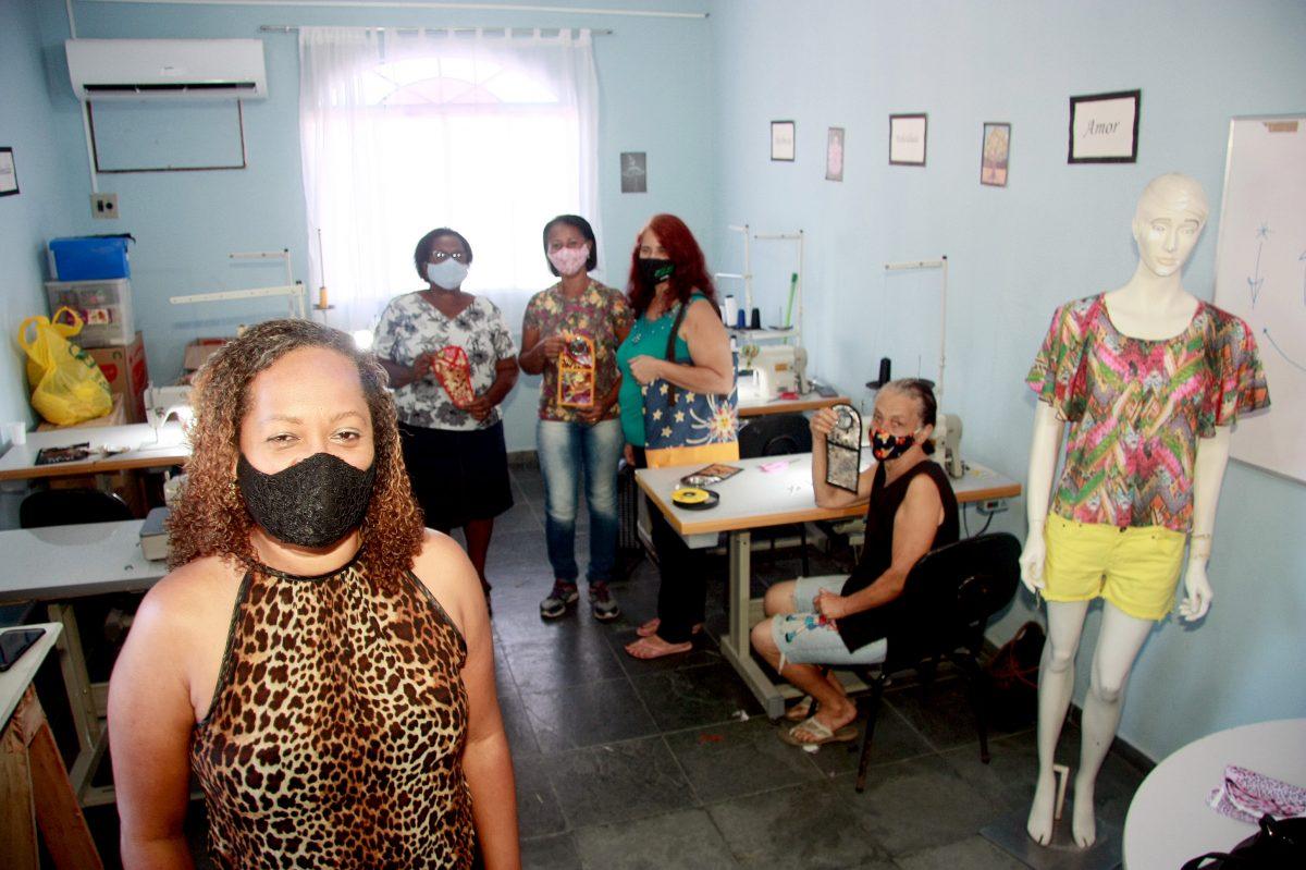 Nova Iguaçu: Secretaria de Assistência Social promove oficina de costura para devolver autoestima e ajuda na geração de renda extra