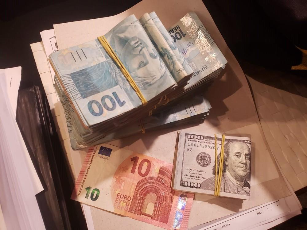 Operação no MP apreendeu dinheiro e arma na casa do prefeito de Itatiaia