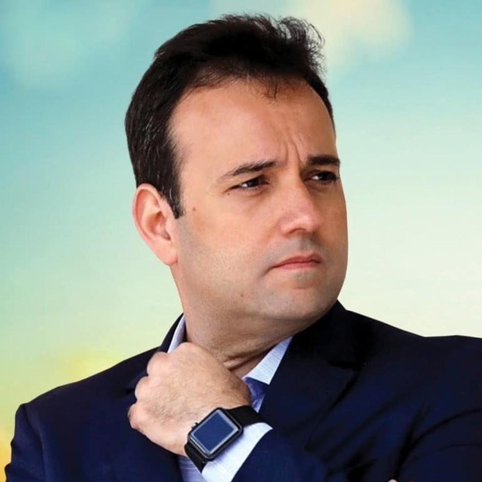 Prefeito de Miguel Pereira quer ser peixe grande no mar eleitoral mesmo nadando no que pode ser visto como um simples aquário
