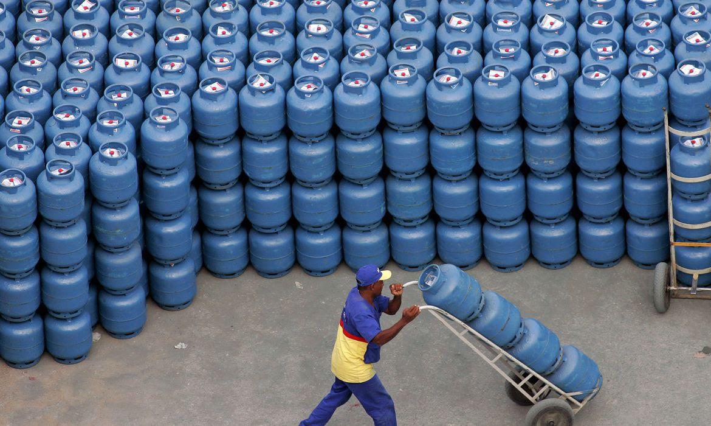 Supera RJ: Alerj aprova valor extra ao auxílio para compra de gás de cozinha