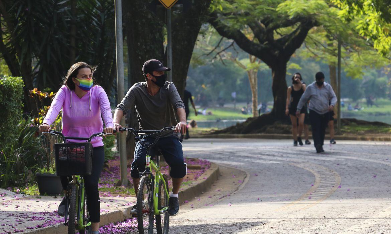 Mais de 1,2 mil municípios devem manter exigência de máscara, diz CNM