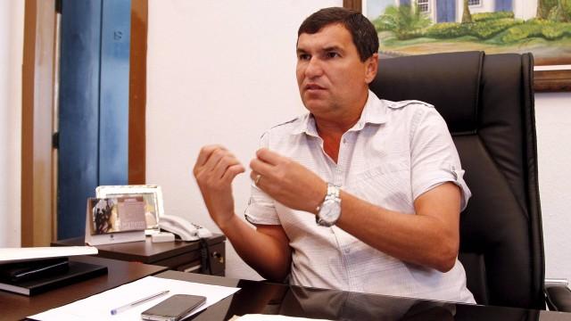 Ex-prefeito de Itaboraí é multado por ilegalidades