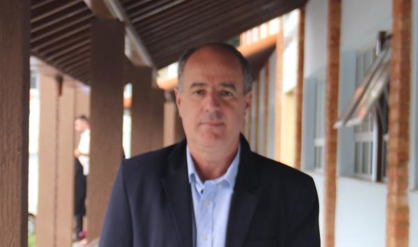 TCE-RJ multa prefeito de São José do Vale do Rio Preto por contratações irregulares de funcionários temporários